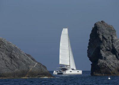 Catamaran Saba 50 en navigation loin